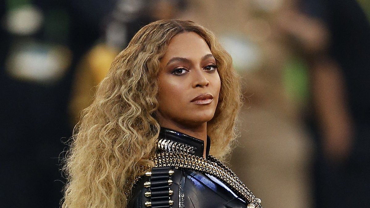 You Probably Missed Beyonce's Super Bowl Tribute To Michael Jackson