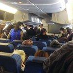 乗客マスク姿「息が…」、全日空の煙は断熱材? 新千歳行き伊丹引き返し騒ぎ - 産経ニュース https://t.co/1AbR1yl9fI @Sankei_newsさんから https://t.co/RSRU6KoPgu