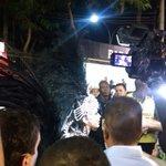 Wally? Não, é Anitta que está quase escondida no meio da imprensa. #CarnavalExtra https://t.co/RlRkSpnF0Z