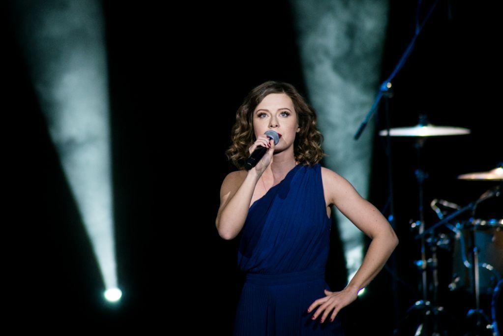 RT @FanSavicheva: На сцене Курганской областной филармонии @JuliaSavicheva Юлия Савичева выступила с 2-часовым концертом. https://t.co/2lM0…