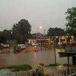 #cuacaBDG 17,55 : Nu bade k calengka,,mangga muter via bypass,,citarik banjir,, https://t.co/t9tZGznuTS | @sinta_itsme