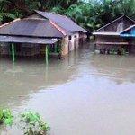 Bambang, Istri dan Anaknya Bertahan pada Batang Kayu Saat terjebak Banjir  >>>>>>>>> https://t.co/b4FlakiQaC https://t.co/YnvFQwyQMt