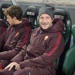 """#RomaSampdoria, #Totti risponde a un tifoso: """"Non gioco perchè so vecchietto..."""" https://t.co/6a6zYKXpvf #ASRoma https://t.co/tZO33mYI1U"""