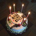 今年1発目の誕生日はあやなのお家でお祝いしてもらいました(*^^*)❤️もう少しで24歳⭐️ Hari ini kasih kue buat ulan tahun akuuu💓sebentar lagi aku 24tahun🎈 https://t.co/XCwcsG8tII