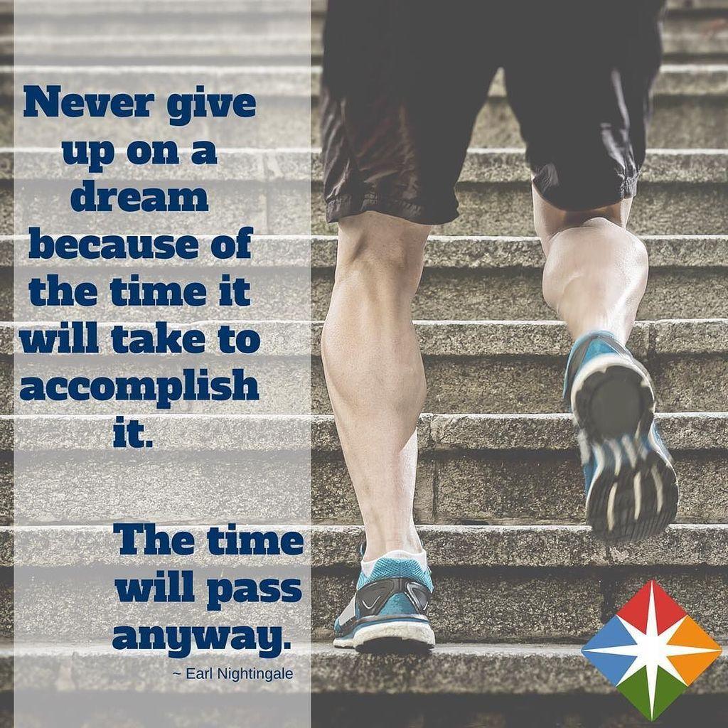 Keep dreaming--never give up! #mondaymotivation #mondaymorning https://t.co/TgYyEjJekD https://t.co/qZvovqDg8P
