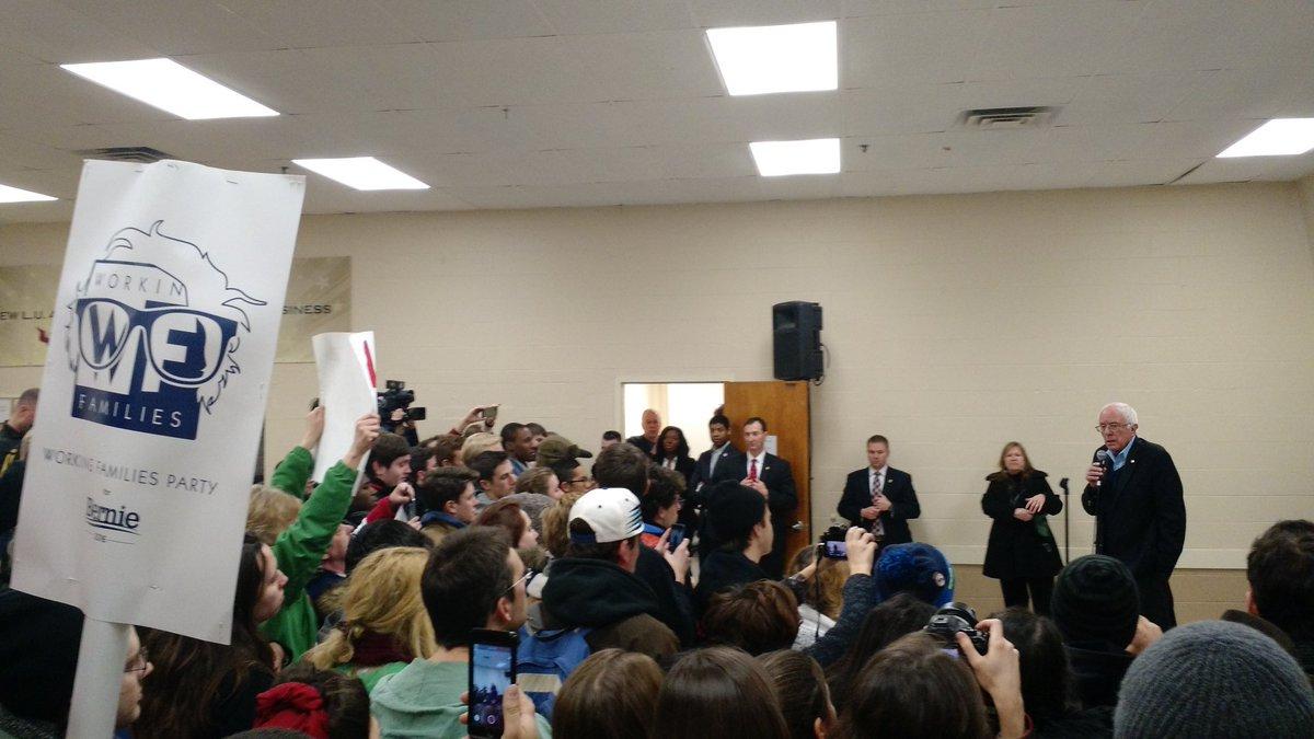 Look who surprised #WFP4Bernie vols in Concord, NH! @BernieSanders #FeelTheBern https://t.co/aYwN9C6aXS