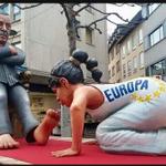 #Germanys carnival #EU kisses the feet of #Erdogan. #Europe #Merkel #Turkey #refugeecrisis #Greece https://t.co/rJMNa4ZSTf