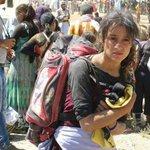 #موقف_بذاكرتي امراة ايزيدية تحمل ملابس طفلها الذي مات من العطش في جبل سنجار بعد هروبهم من داعش https://t.co/ZZ5h9Hbsdp