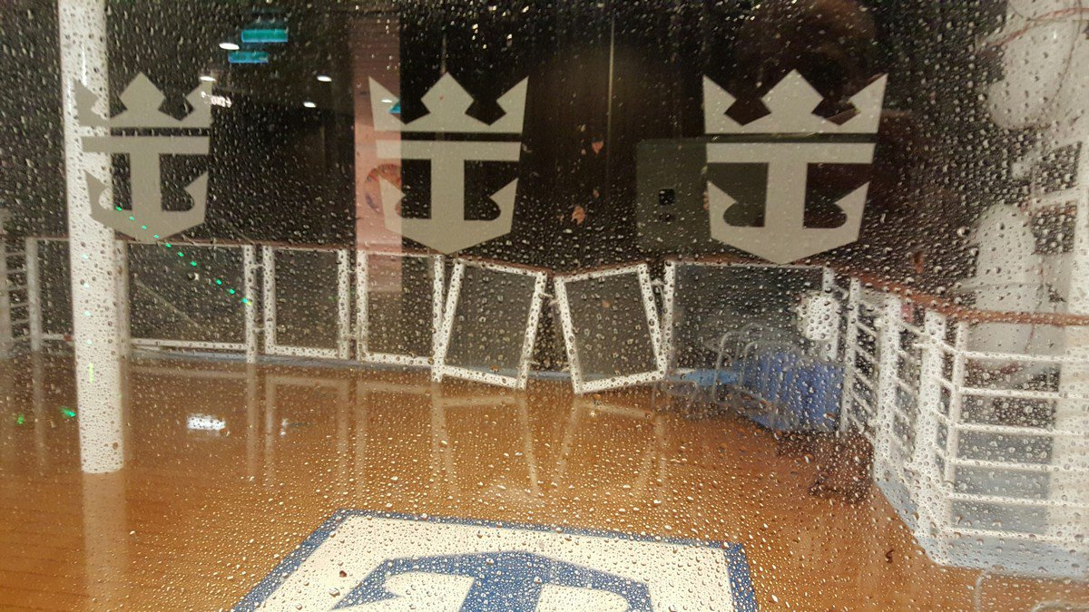 UPDATE: Storm causes #AnthemOfTheSeas to return home + guests to receive full refund https://t.co/lmRUzu6J36 https://t.co/e6eKNTrqUz