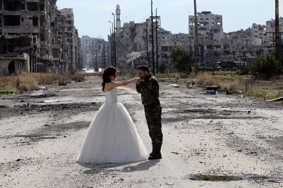 Wow. These are really striking. // Newlyweds in the Ruins: A Syrian Wedding Photo Shoot https://t.co/ZOYfOwzg4E https://t.co/vAEq21njrV