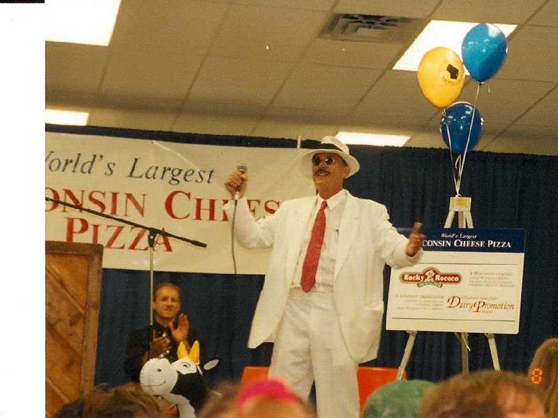 The man, the legend: Pizza man Rocky Rococo has died https://t.co/UcDYCDPRGB #MKEfoodies https://t.co/tWBsxjA6za