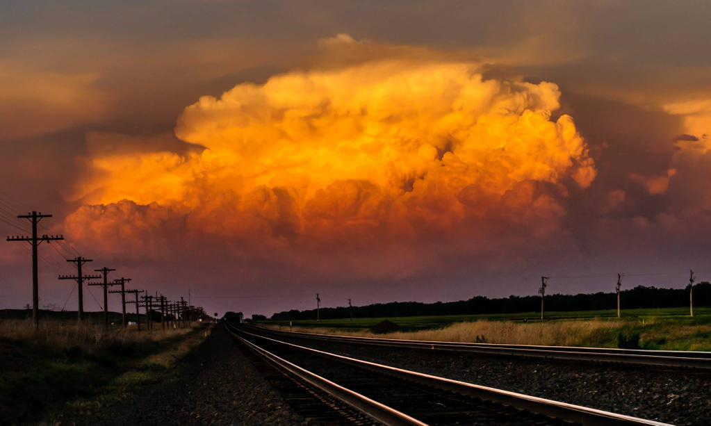 Nice updraft at sunset looking east in western New England | Photography by ©Matt Crowther https://t.co/yKN54Im3Q4