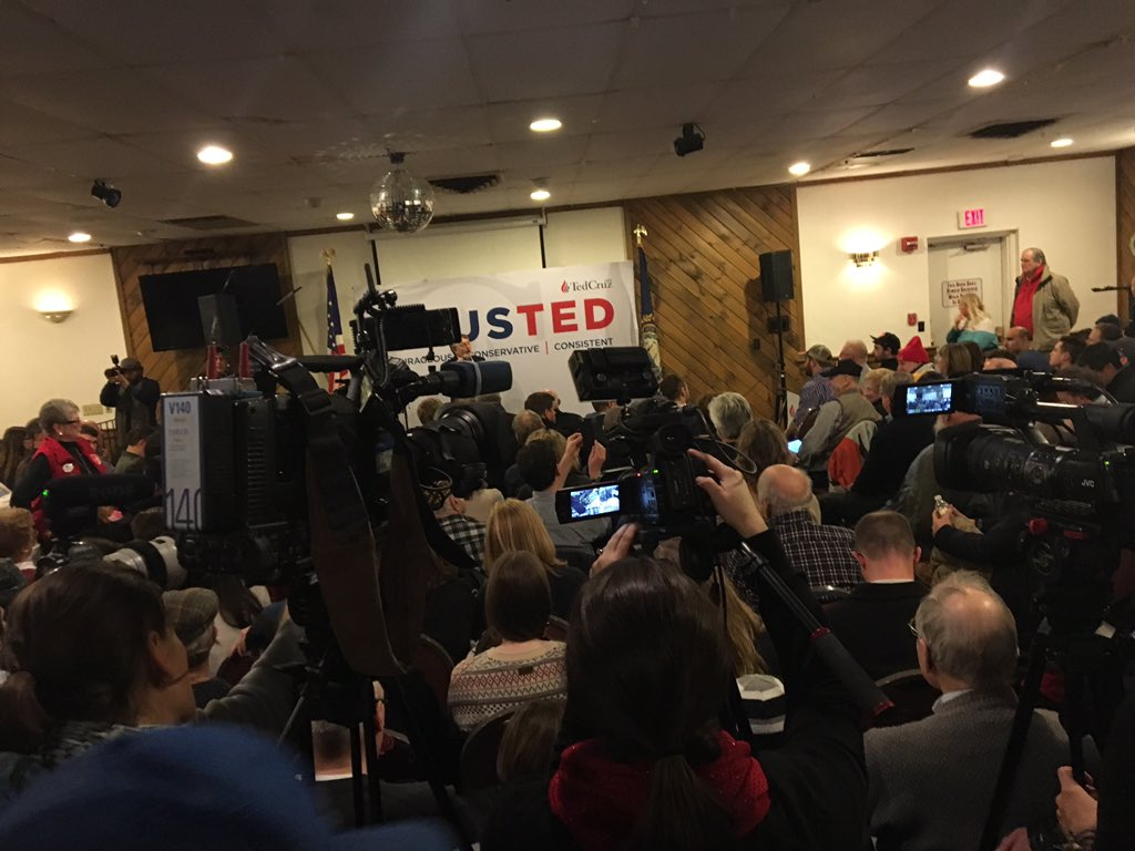 Absolutely packed @tedcruz event at a VFW hall in Manchester. #fitn https://t.co/f3MSe4m66Z