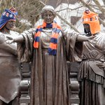 Fact: It takes 16 hours to knit a scarf thatll fit Alma. Stay warm, #Illini! https://t.co/vOqLAfU9dB