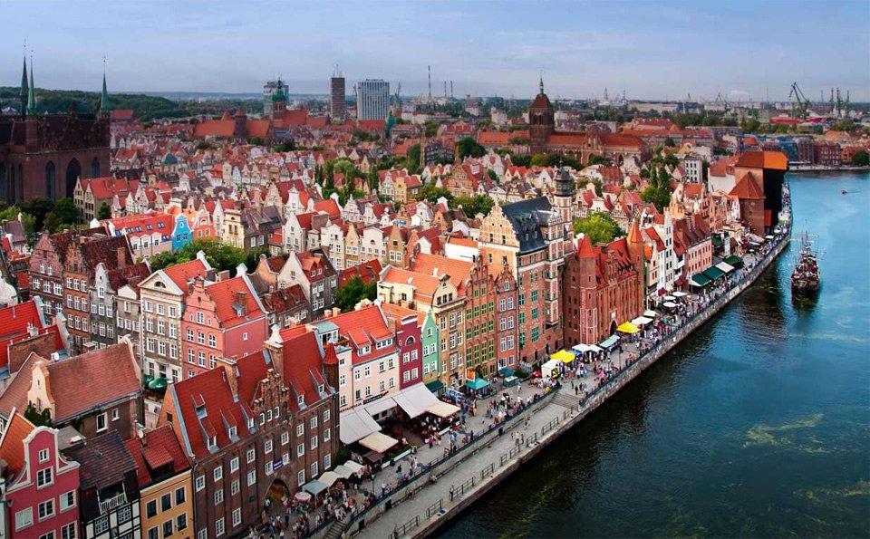Old Town In Gdansk, Poland | Photography by ©Filip Warulik https://t.co/jC65UKttAF