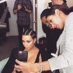 KIM K DOESNT EVEN TAKE HER OWN SELFIES https://t.co/aJ4s9uUR8y