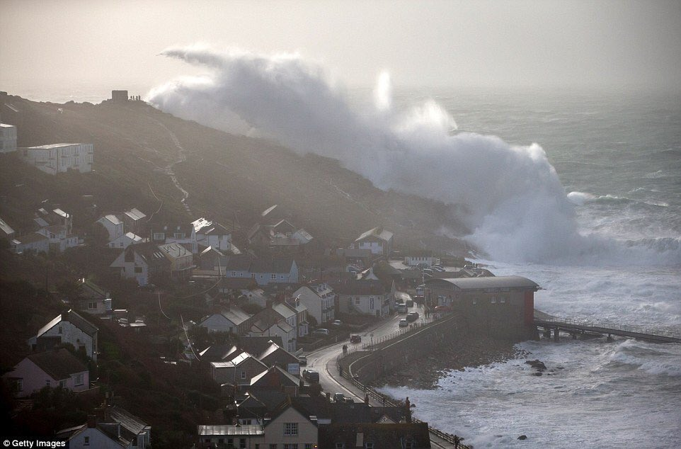 60ft waves crash into Lands End in southwest England. https://t.co/AO3hFLaGgH https://t.co/iQkL76qAsi