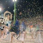 """Llegó, llegó, el gallo llegó"" 🐓 #sapucay levanta a todos del asiento #Carnaval https://t.co/dL54K9GVHk"