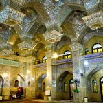イランのシャー・チェラーグ廟。知能が下がるので、美しさが理解の範疇を超えるのやめてほしい。 https://t.co/FBbyj03vjk