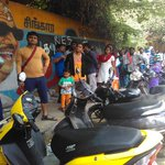 Parents waiting in line to admit their children to LKG in gopalapuram DAV.reminded me of #pasanga2 :) cc @pandiraj3 https://t.co/jhYy8lJEqK