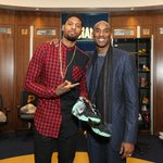Kobe gave Paul George a pair of shoes after the game. PG gave Kobe a hug. D'awwwww. https://t.co/dMeYIhvKeA