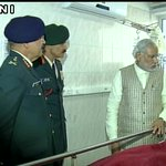 PM Narendra Modi visited Army RR Hospital to meet Lance Naik Hanumanthappa #SiachenMiracle https://t.co/xF8g4x9oWn