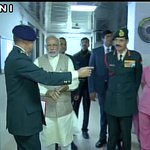 PM Narendra Modi visited Army RR Hospital to meet Lance Naik Hanumanthappa #SiachenMiracle https://t.co/3uX9jn9z7X