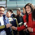 Amedspor ile saat 13te oynayacak olan Fenerbahçeyi Amedspor kadın futbolcuları çiçeklerle karşıladı... https://t.co/gI1KFDyiIf