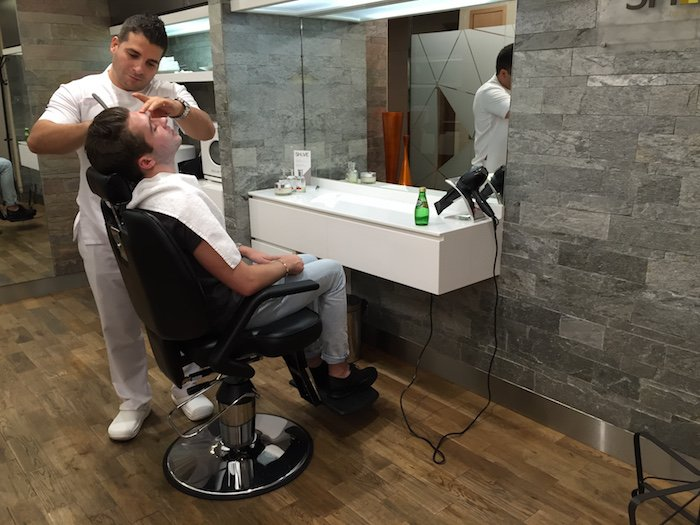 Ben from @OneMileataTime loved the complimentary Barber in our AbuDhabi Arrivals lounge: