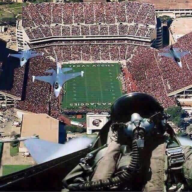 Now that's how you take a selfie #SuperBowlSelfie https://t.co/rWrDuU8Euq
