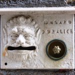 Starting off this #martedigrasso with a really expressive doorbell from #Venice 🎉🎭🎷 https://t.co/fJAAfX1FC4 https://t.co/P5fi6eiScT