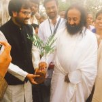 Second innings of my GreenKalam started with the Holy hands of @SriSri . Target 1 cr trees. So for completed 27 lacs https://t.co/4gQm3Ogyx8