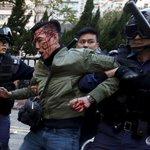 Hong Kong riot police fire warning shots in bloody street clashes: https://t.co/QqpOmVYDt2 https://t.co/zbmUz08b2V