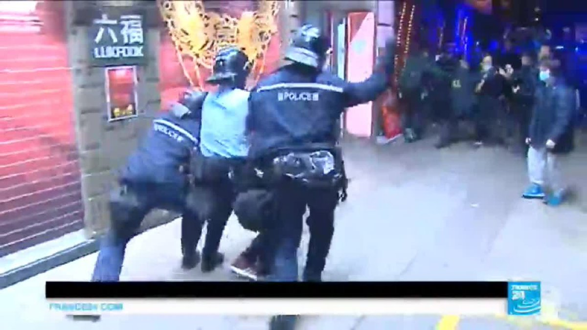 VIDEO -  Hong Kong protests: Police and protestors clash over street vendor crackdown