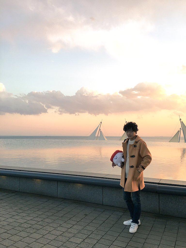 今日は撮影に!色がぐっときた空とおしゅしと伊藤さんと https://t.co/i4cCAjNYkj