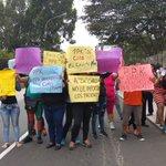 VIDEO | Protestan frente a la casa de PPK en rechazo a la candidatura de Ciro Castillo ► https://t.co/ZMrNJYkf5T https://t.co/ZFU3ncy2V6