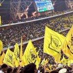 الاتحاد يعود الى بطولته المفضلة عبر استعراض مبهر لجماهيرتة في جوهرة جدة ، مبروك لكل السعوديين . #الاتحاد_الوحدات https://t.co/CUtxw6iKMq