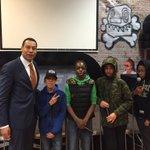 Jongeren #Place2B rappen voor burgemeester #Weerwind https://t.co/Y39CbRYAyu