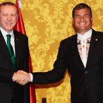 Tan parecidos Correa y #Erdogan, el uno se cree rey y el otro sultán. #Ecuador #Turquia https://t.co/TwW009IBFc … https://t.co/smzLkkjH6D