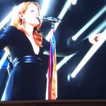 Prima bandiera arcobaleno sul palco dellAriston è di @noemiofficial! #sanremoarcobaleno #Sanremo2016 https://t.co/Z7KQwSeZSA