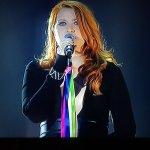 Grande @noemiofficial che a #Sanremo canta con un nastro rainbow sul microfono! #cirinnà #figlisenzadiritti https://t.co/70hzyVApEl