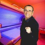 Carlo Conti sorpreso in un momento di relax nel suo camerino. #Sanremo2016 #SanremoCeres https://t.co/VevSGIsQso