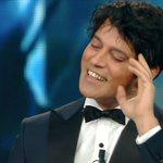 #Garko non ha il braccialetto perchè larcobaleno ce lha dentro #Sanremo2016 #sanremoarcobaleno https://t.co/69sgwcWUu7