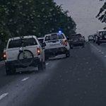 """Camionetas sin placas a más de 130 kms por hora. Una de ellas de """"tránsito"""". Se predica con el ejemplo. https://t.co/tbG1SJ6Wkv"""
