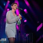 E anche Arisa con larcobaleno in mano come Noemi. E la Meloni non ha ancora twittato. #Sanremo2016 https://t.co/trBVgJ3zxd