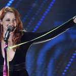 A #Sanremo2016 @noemiofficial @ARISA_OFFICIAL cantano con i nastri arcobaleno #unionicivili https://t.co/IxSacYIF0w https://t.co/vrlYk3K5Fb