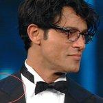 Gabriel Garko in. 50 sfumature di forfora. #Sanremo2016 https://t.co/dDLvpTDmSn