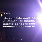 """Ed ecco il """"gobbo"""" che aiuta i conduttori a presentare #Sanremo2016: questo è pronto per #EltonJohn https://t.co/TYVqNljBK4"""