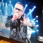 "Elton John sente ""wake up uagliù"" e piange da solo in camerino. #SanremoCeres #Sanremo2016 https://t.co/7yInX7Ck2Y"