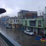 Llueve en la 12 y Colón, en el suroeste de #Guayaquil, nos reporta @eudoroa https://t.co/nDodGzne9p